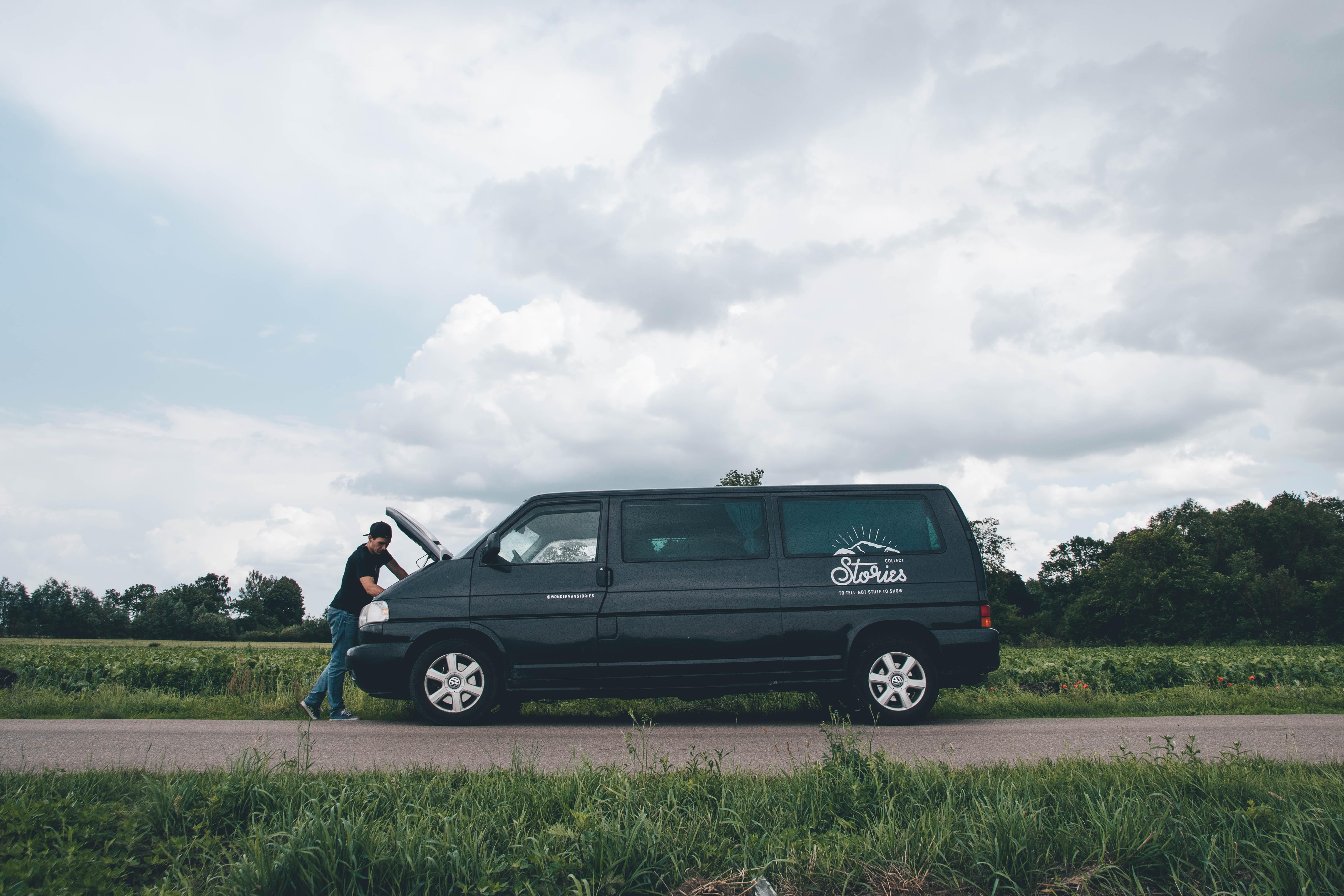 Roadtrip Polsko - rozbité auto Volkswagen Caravelle T4