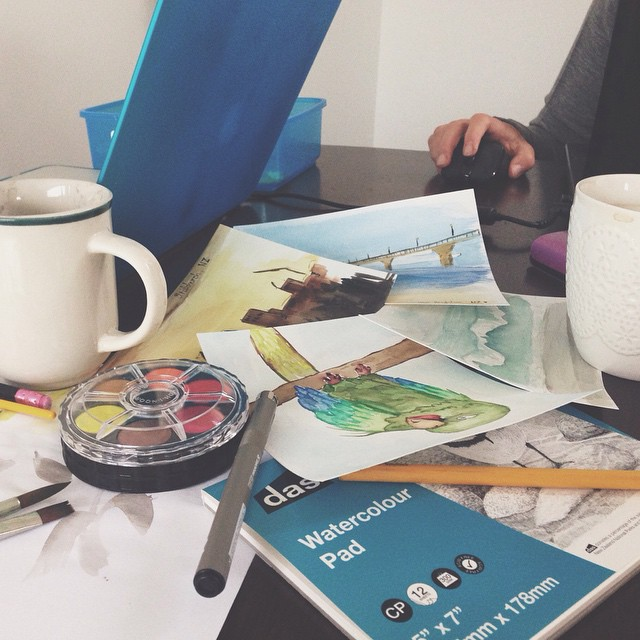 Rainy sunday afternoon with @medy57 & #czech #kohinoor watercolours bought in #newzealand! #postcards #watercolours #painting #rainyday #drawingroom #creativity #art